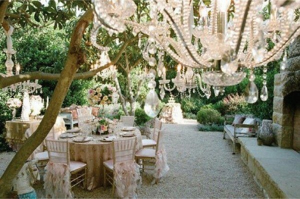 shabby-chic-wedding-decoration-ideas-garden-wedding-decor-crystal-chandelier
